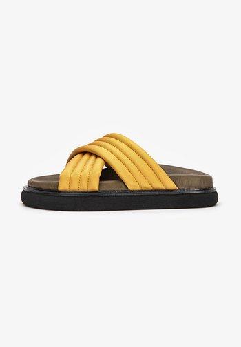 Slippers - mango