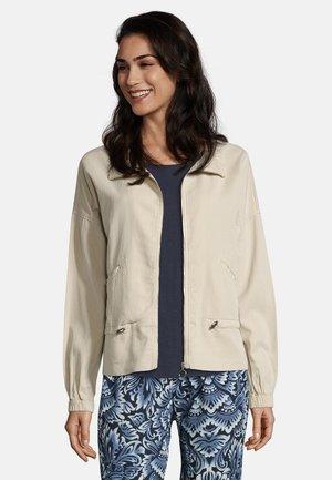 CASUAL MIT TASCHEN - Summer jacket - sand