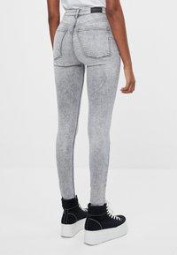 Bershka - Jeans Skinny - grey - 2