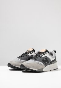 New Balance - CM997 - Matalavartiset tennarit - grey/black - 2
