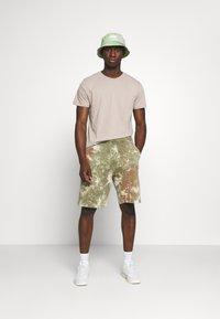 Nike Sportswear - Shorts - medium olive/medium olive/(white) - 1