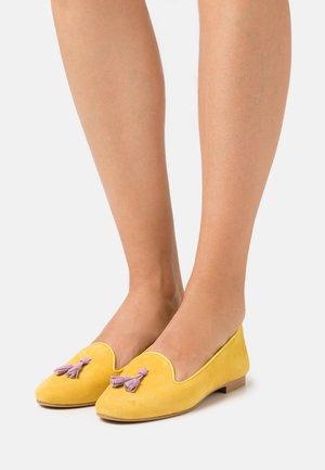 FRANÇOIS - Slip-ons - mustard
