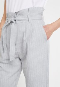 KIOMI - Trousers - white/grey - 4