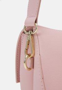 Valentino Bags - BIGS FORMER BIGFOOT - Across body bag - cipria - 3