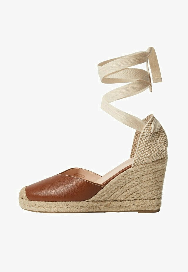 Sandály na vysokém podpatku - brown