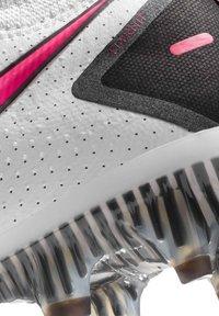Nike Performance - PHANTOM GT ELITE FG - Chaussures de foot à crampons - weiss/pink (979) - 7