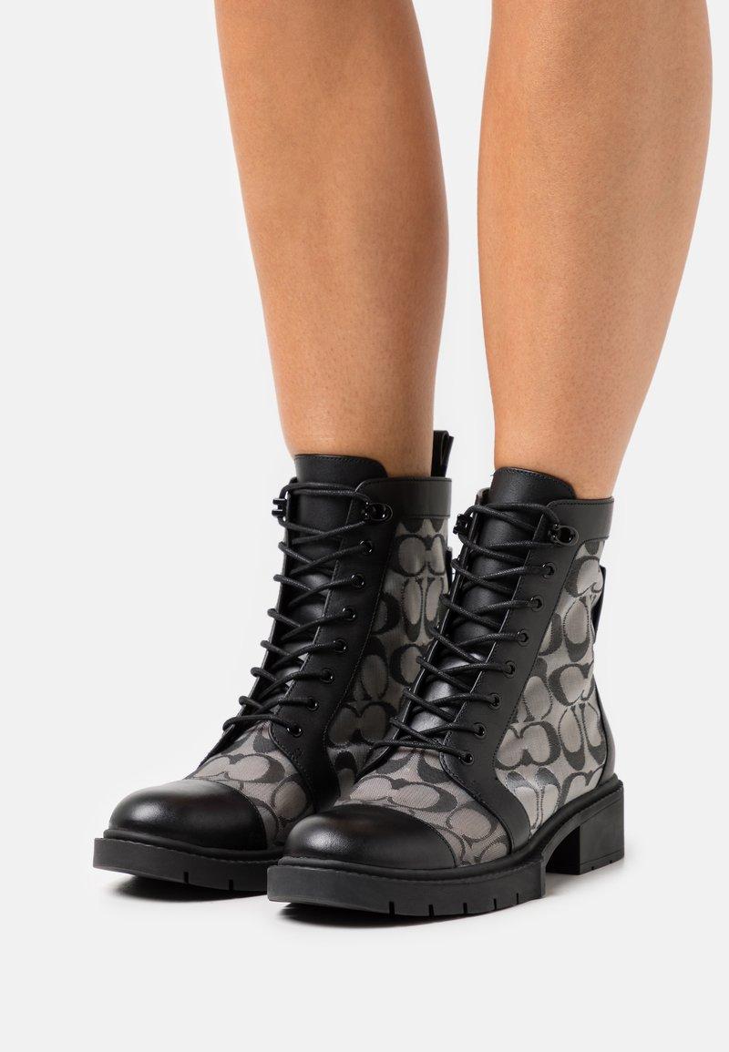 Coach - LANA BOOTIE - Šněrovací kotníkové boty - black