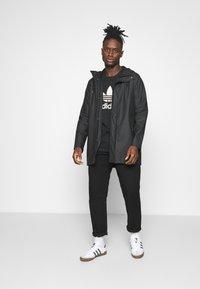 adidas Originals - CAMO INFILL TEE UNISEX - T-shirt print - black/alumina/multicolor - 1