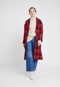 Apart - GLENCHECK COAT - Manteau classique - red/midnightblue/cream - 1