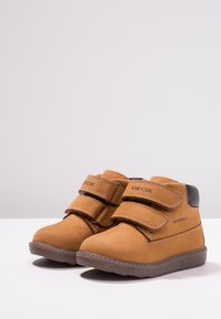 Geox - HYNDE BOY WPF - Winter boots - biscuit - 3