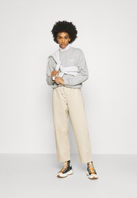 Carhartt WIP - TYPEFACE  - Sweatshirt - grey heather/white - 1