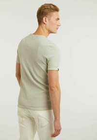 CHASIN' - BASAL TEE - Print T-shirt - green - 1