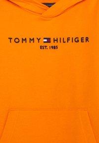 Tommy Hilfiger - ESSENTIAL HOODIE - Felpa con cappuccio - orange - 2