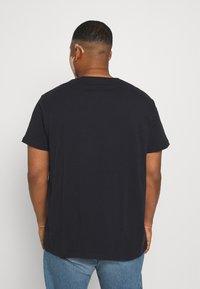 Lee - GRAPHIC PLUS 2 PACK - Basic T-shirt - grey mele/black - 2