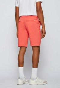 BOSS - LIEM - Shorts - open red - 2