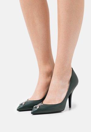 Classic heels - green cedar