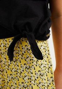 WE Fashion - PAILLETTENAPPLICATIE - T-shirt print - black - 2