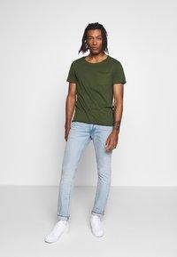 Blend - SLIM  - Basic T-shirt - forest green - 1