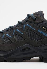 Lowa - SIRKOS EVO GTX - Hiking shoes - graphit/blau - 5