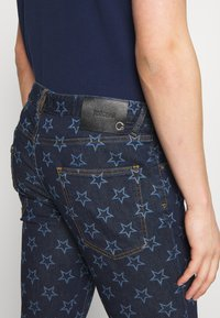 Just Cavalli - PANTS POCKETS STARS - Džíny Slim Fit - blue denim - 5
