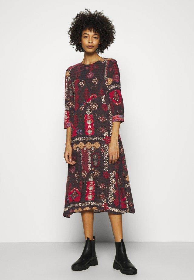 VEST ALBURQUERQUE - Denní šaty - black
