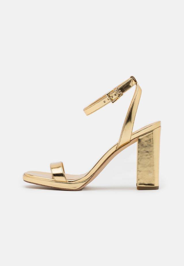 ANGELA ANKLE STRAP - Sandalen met hoge hak - gold