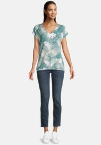 Betty & Co - Print T-shirt - green/white - 1