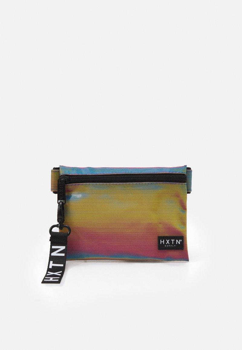 HXTN Supply - PRIME CROSSBODY UNISEX - Taška spříčným popruhem - iridescent