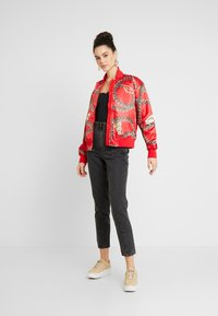 Topshop - DART MOM - Džíny Relaxed Fit - washed black - 1