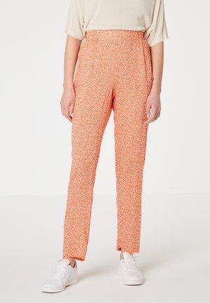Kalhoty - naranja