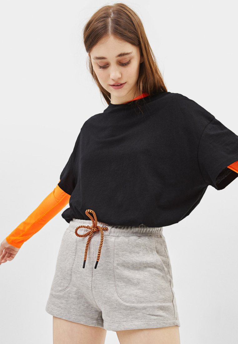 Bershka - MIT NEONFARBENER KORDEL - Shorts - light grey