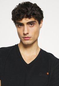 Superdry - CLASSIC TEE - Basic T-shirt - black - 3