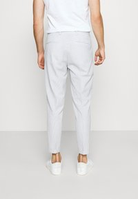Selected Homme - SLHSLIM YONG WHITE STRIPE SUIT - Oblek - white/blue - 5
