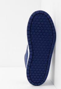 Nike Performance - PICO 5 UNISEX - Sports shoes - deep royal blue/white - 5
