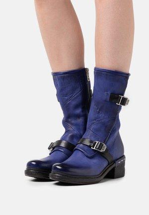 Cowboy/Biker boots - infinity
