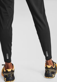 Under Armour - FLY FAST - Pantalon de survêtement - black - 1