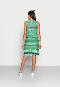 Esqualo - DRESS GREEN GARDEN - Jerseykjoler - print - 2