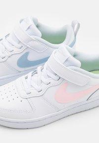 Nike Sportswear - COURT BOROUGH - Matalavartiset tennarit - white/arctic punch/light armory blue - 5