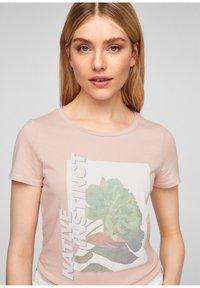 Q/S designed by - MIT FRONTMOTIV - Print T-shirt - rose - 4