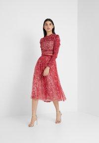 Needle & Thread - FLORAL MIDAXI SKIRT - Áčková sukně - cherry red - 1