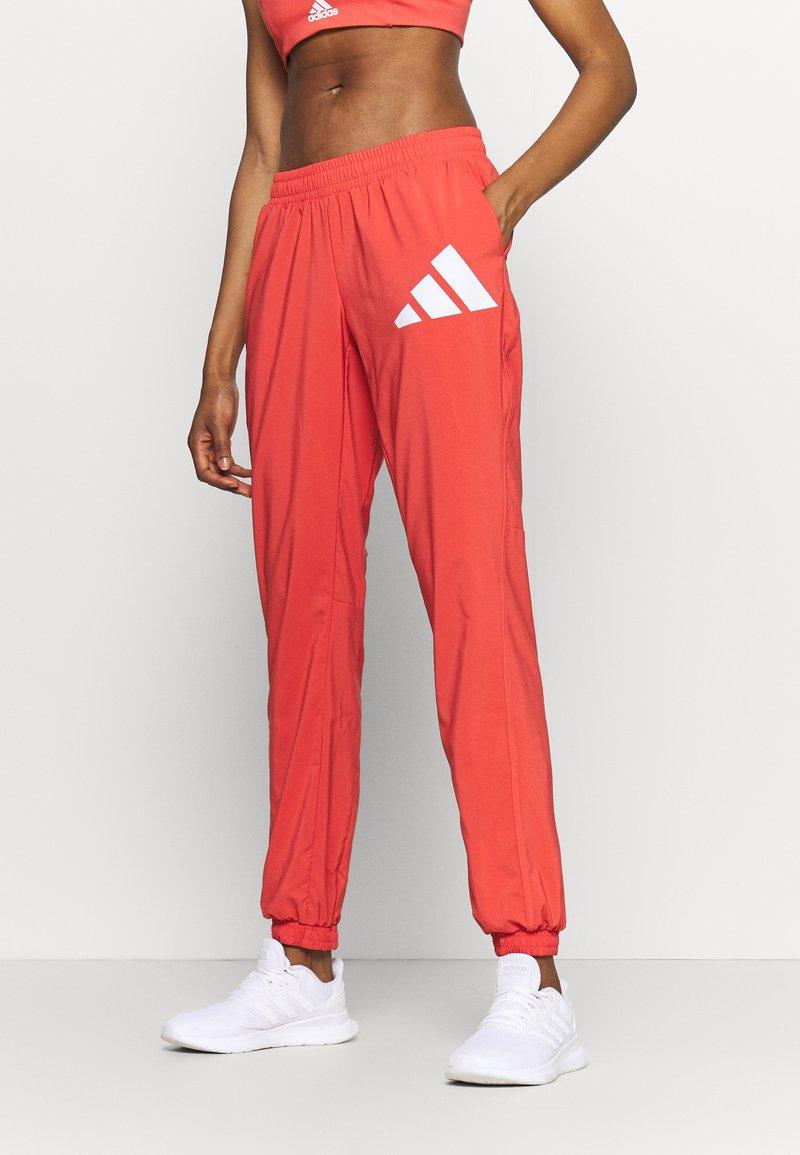 adidas Performance - BOS PANT - Pantaloni sportivi - crered/white