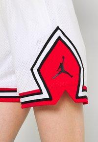 Jordan - ESSEN DIAMOND  - Shorts - white/university red - 4