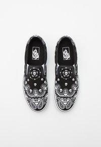 Vans - CLASSIC SLIP-ON - Slip-ons - black/true white - 3