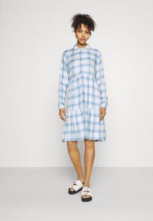 JDYSTAY BELOWKNEE SHIRT DRESS - Košilové šaty - cashmere blue