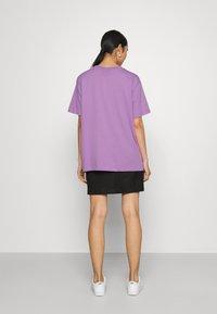 Nike Sportswear - Basic T-shirt - violet shock/black - 2