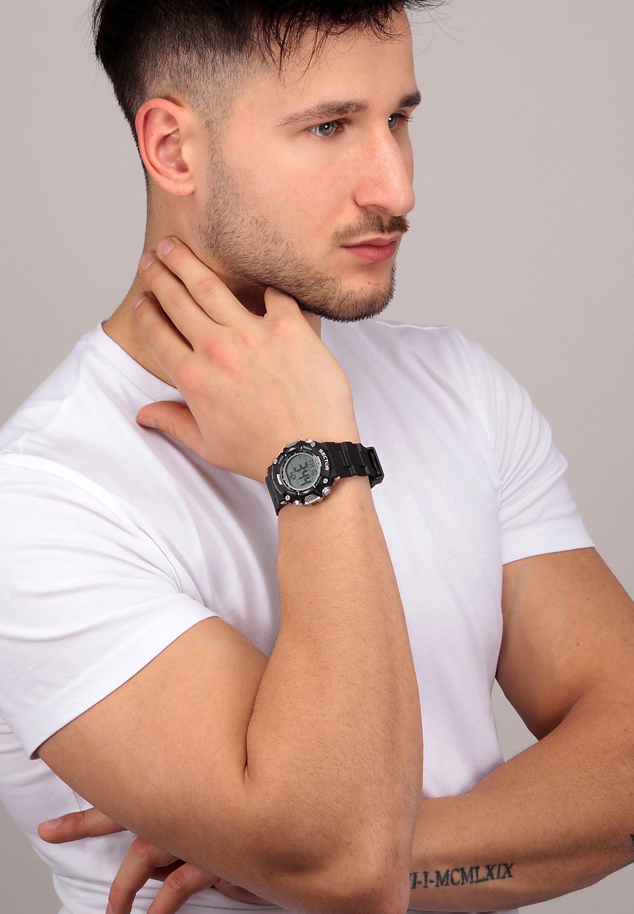 Homme Montre à affichage digital