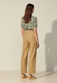 sandro - JUNIOR - Trousers - camel - 2