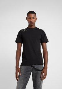Damir Doma - T-shirts print - black - 0