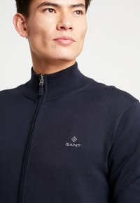 GANT - CLASSIC ZIP CARDIGAN - Kofta - evening blue - 4