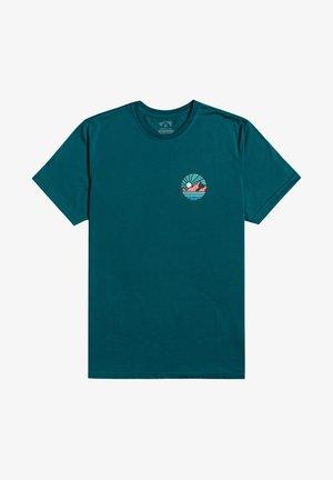 ROCKIES - Print T-shirt - deep sea